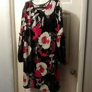 !CLEARANCE* Velvet floral long sleeve dress